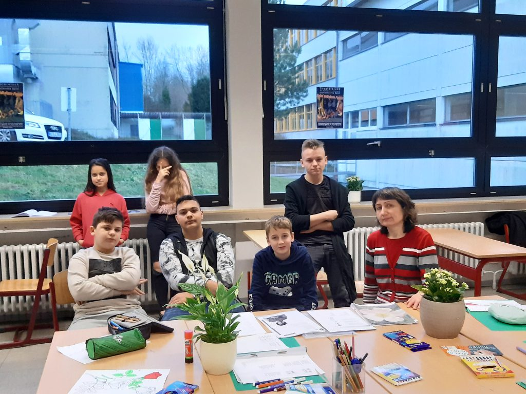 Schüler*innen der DaZ-Klasse im Gedichte-Projekt mit Frau Dressler
