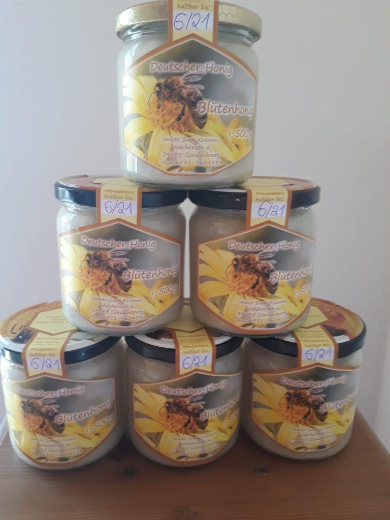 Der fertige abgefüllte Honig - mmh!!!