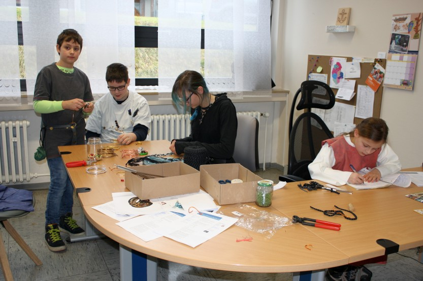 Mittelalterkleidung herstellen - die Gruppe in Aktion