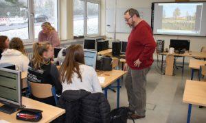 Die Geschichtslehrer Anja Schönhofen und Georges Novaki bereiten mit den Klassen 10a und 10b das Projekt vor.